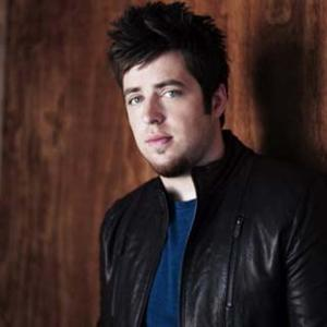 Lee DeWyze- Beautiful Day Lyrics (originally by U2)