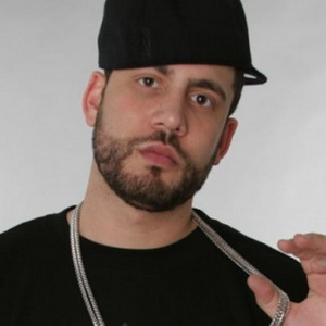 DJ Drama - Feds Takin' Pictures Lyrics (feat. Young Jeezy, Willie The Kid, Jim Jones, Rick Ross & TI)
